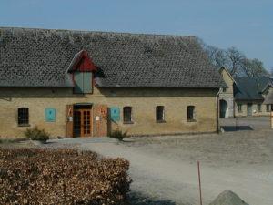 Hoveddøren til Hørvævsmuseet er åben og klar til at modtage besøgende